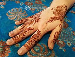 Henna stain on gulf inspired henna design